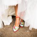zapatos para novia de colores del diseñador jorge larrañaga