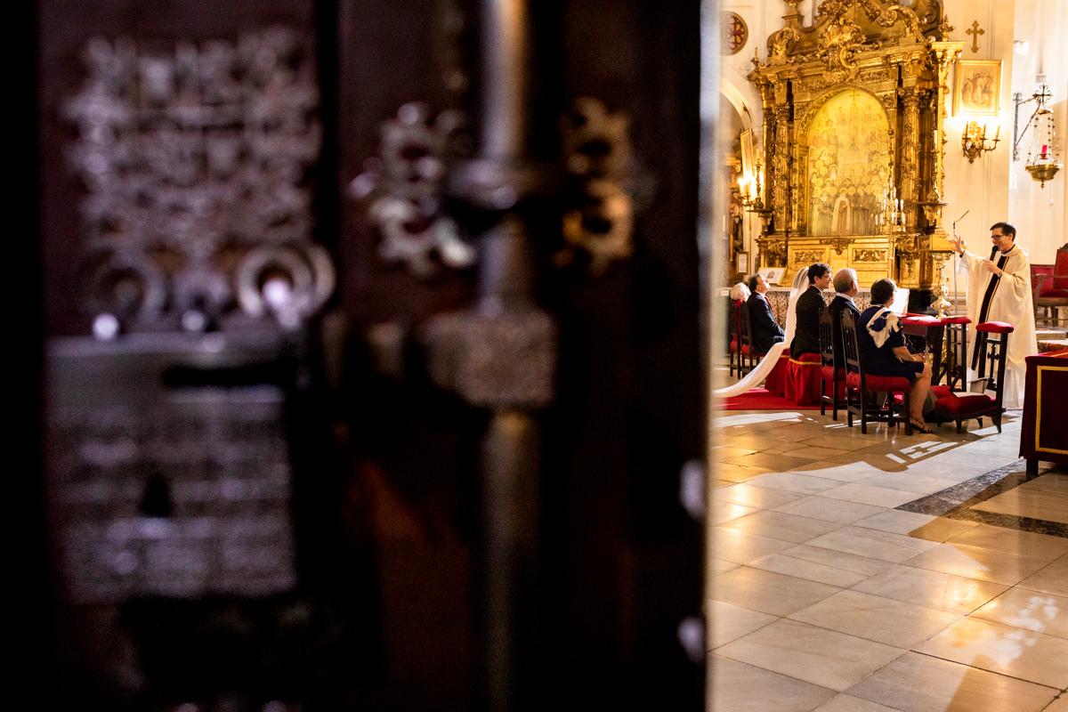 ceremonia religiosa en la iglesia de las calatravas en madrid