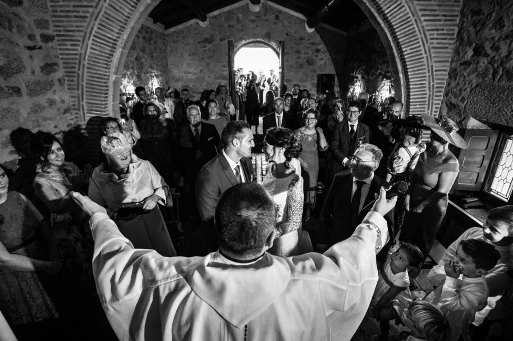 ceremonia religiosa en la propia finca casas del sevillano