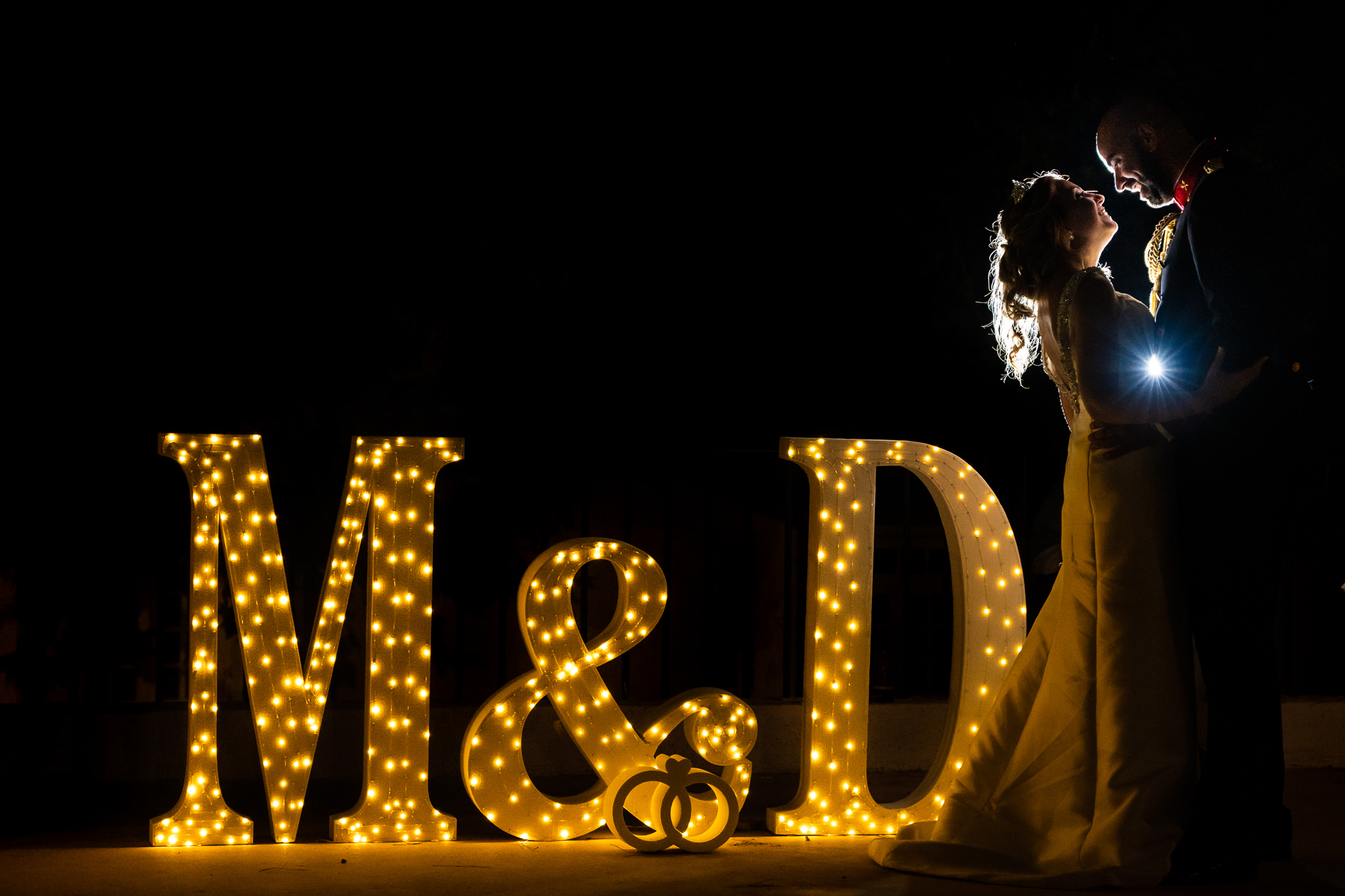 letras luminosas en la boda de soto de monico